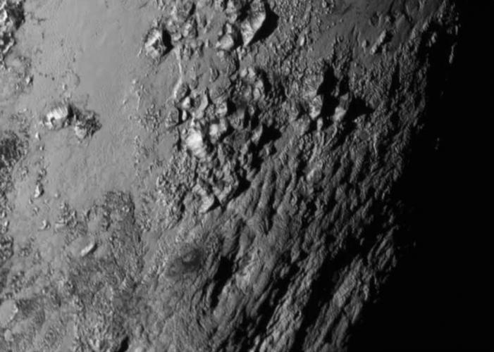 Pluto'dan Yüksek Çözünürlüklü Görüntüler